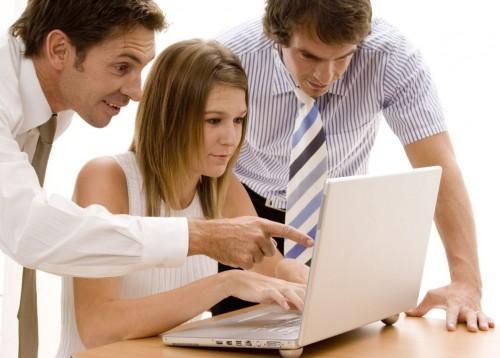 85 de cada 100 internautas no pueden conectarse a internet sin dejar de enviar emails. Foto 101anuncios