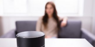 Asistentes IA de voz alimentan malos estereotipos de mujeres, dice la ONUAsistentes IA de voz alimentan malos estereotipos de mujeres, dice la ONU