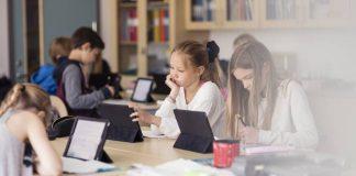 Profesores basados en IA deben ser eficaces y comunicarse bien para ser aceptados